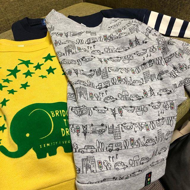 口コミ投稿:西松屋で、保育園着を新調。濃い色の服って名前書いても見づらいのが難点。シールタ…