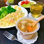 ③そして…もうひとつ。休日のランチにモンマルシェさんのレンジカップスープ。「あかでみトマト」で仕上げた7種野菜のミネストローネをいただいてみました。.北海道のさらさらレッドたまねぎなど…のInstagram画像