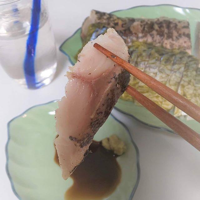 口コミ投稿:かば田の#しめ鯖 2種を食べ比べ🍶わたしたちはとくに#炙りしめさば が気に入りました🌙…