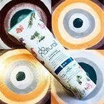 今年の夏に発売したばかりの🌞ドゥーナチュラル クラリファイング ウォッシング フォーム✨パッケージが花柄で、使うときはグリーンのパッケージに変わってる?😲😆❤華やかすぎる、リラックスハーバルブーケ…のInstagram画像