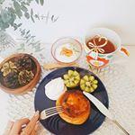 ・・週末の朝食はかんたん美味しく😋✨冷凍庫から取り出したのは#八天堂 の#フレンチトースト 🍴💕レンジでチンするだけでなかのクリームがとろ~り🤗❤ ・・表面のキャラメリ…のInstagram画像