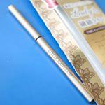 エリザベス化粧品の大人の美ライナー「リトルレディリュクス スムースジェルアイライナー」を使ってみた。(税抜1,200円)1.5mmの極細芯なのに、やわらかなジェルペンシルアイライナー。…のInstagram画像