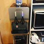 ドリームサーバーさんのウォーターサーバーを使用しています😊💕・いつでもすぐに冷たいお水が飲みたい時も、お湯が欲しい時もすぐに使えてとっても便利♡・しかも、お水が市販の2リットルのペット…のInstagram画像