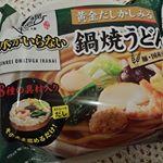 なべやき屋キンレイお水がいらないうどんシリーズの『鍋焼きうどん』です💓 関西風のだしとモチモチした食感にハマってます💕そのままお鍋に入れ温めるだけなので気に入っています❣️麺をゆでたり、つゆをお湯で割…のInstagram画像