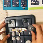 8歳から大人まで1人で遊べる脳トレパズルゲーム💕 このスペースシャトルを隕石が当たらないように動かして行ってスペースシャトルをアウタースペースに出すゲームなんだけど、子供の楽しめるゲームかなあ??って…のInstagram画像