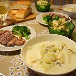 今日も寒い•́ε•̀٥. .ということで今夜はスープで。◎白菜と豆腐のミルクスープ◎ポークソテー&ブロッコリー◎海老芋と自家製燻製たまごのポテトサラダ◎フォカッチャ..…のInstagram画像