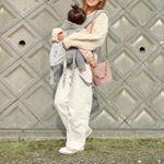 ・#きょコ ☀️🌈#オールホワイトコーデ 🐑💓💭・娘っこは爆睡中😴お姉ちゃんのお迎えに・・・🚶♀️💕2歳児、重い🤣腰にくるね〜😭💭💦と!思いきや、最近全く腰痛がないの…のInstagram画像