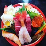#三崎港で #海鮮丼 ☺💓・来年の結婚式までに痩せよう痩せそう思って普段の食事は炭水化物食べないように意識をしています!・が!!!!せっかく旅行に来たので今日だけは食べさせて下…のInstagram画像