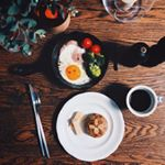 今朝はヘルシー朝ごはんでした🍴@1bread_tokyo さんの低糖質アーモンドパンと目玉焼き🍳.#1bread は糖質80%カットの手作りパンです♪今日食べたのはレーズン味。サイ…のInstagram画像