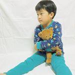 こんばんは(  ˊᵕˋ )♡最近のお気に入りのパジャマを着て、寝る前にアラジンみながらウトウト(。σω-。).◦*そのまま夢の中🌙.*·̩͙恐竜の柄のあったかニットキルトパジャマ🦕あたたか…のInstagram画像