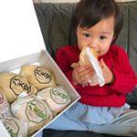 八天堂のプレミアムフローズンクリームパンお試しさせていただきました😊食べる前日に冷蔵庫に入れておいたら食べ頃に✨子供も大好きなクリームパンです❤️ 八天堂のクリームパン食べたら他のクリームパン…のInstagram画像