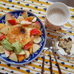 #モニプラ 、八天堂のフレンチトーストのモニター中です。レンチンだけで食べられるフレンチトーストにフルーツたっぷり、アイスもトッピングして、朝昼兼用ごはんにしました🥰あつあつクリームと…のInstagram画像