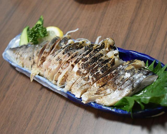 口コミ投稿:ある日の晩ご飯。⠀⠀#炙りしめ鯖 と#昆布しめ鯖🐟⠀炙りしめ鯖は冷蔵、昆布しめ鯖は冷凍…