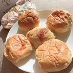 大好きな八天堂様♡今回はみんな大好き!!クリームパンです(*'ω'ノノ゙☆パンパンプレミアムフローズンくりーむパン12個入り24時間冷蔵庫で解凍するだけで美…のInstagram画像