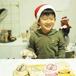 💕🎁🎄 MerryX'mas 🎄🎁💕今日は、大好きな八天堂のクリームパンを食べたよ🙌🏻💕ここのクリームパン、ふわふわの薄い生地にとろけるクリームがたっぷり包まれていて家族みんな大好き🥰冬休…のInstagram画像