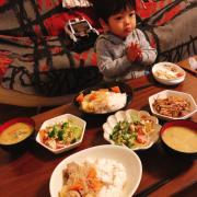 「肉じゃが」【こどもの笑顔あふれるおいしい食卓風景】写真コンテスト!「年末年始を感じる食卓に、子どもの笑顔を咲かせよう♪」の投稿画像