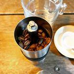この度、下村企販株式会社様より珈琲考具 パウダーコントロールミルを頂きました。えぐみの原因となる微粉を取り除き、雑味のないコーヒーを淹れられることが出来るこのミル。見た目もスタイリッシ…のInstagram画像