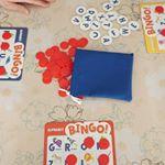 Alphabet Bingo Board Gameを遊ばせて頂きました。4歳の娘。英会話教室に1年通ってますが、未だにアルファベットを覚えれてなく😅学習用のテキストも買ってみたけど、これの…のInstagram画像