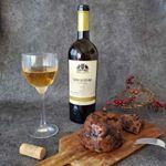 ジョージアワインをいただきました🥂.無形文化遺産にも登録されている「クヴェヴリ製法」で白ワイン。白ワインというより琥珀色というかオレンジ色!味もしっかりしていて少し辛口で濃いの…のInstagram画像