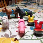 孫と一緒に遊びます。動物が磁石でくっつくのでブロックみたいに難しくないし、2歳前の孫でも簡単にくっつくので楽しいみたい。ブロックはすぐ飽きちゃってまだ早かったみたいで。動物の形なのでかわい…のInstagram画像