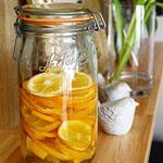 レモンライムという珍しいレモン?ライム?を頂いたのでお酢とオリゴ糖で漬けてみました🍋 ..レモンの酸味に、ライムの爽やかさがプラスされた感じでフレッシュ😳❤️レモンライム酢、どんな感じに仕…のInstagram画像