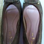とても履きやすいパンプス😊外反母趾なんですが、長時間履いて歩いても痛くなりませんでした。幅広で靴の内部のクッションもしっかりしていて、土踏まずも痛くなくストレスなく履いていられました✨…のInstagram画像