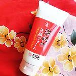 🍶和歌山の銘酒の酒粕を使用🍶.〖ユゼ 酒粕配合洗顔フォーム〗...こちらは和歌山県にある酒造メーカーの銘酒「紀伊国屋文左衛門」の酒粕を使用した洗顔フォームです。..…のInstagram画像