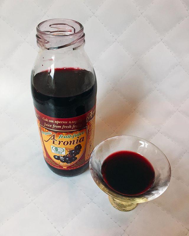 口コミ投稿:有機アロニア100%果汁を飲んでみました。アロニアとは北米原産のバラ科🌹の小果汁で…