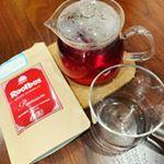 ..家にいる時はコーヒー、紅茶、緑茶などを自分で淹れて飲むのが大好きなのですが、この度美味しいルイボスティーをいただいちゃいました。.TIGER @tiger_akira さん…のInstagram画像
