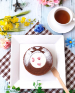 *****今日は @bf_yoshiya のフローズンバウム・ショコラリース❣️*濃厚なショコラ生地の中心を大きめにくりぬき、刻んだ苺を混ぜ込んだ特製フィリングクリーム入り…のInstagram画像