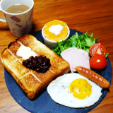 「おうち朝ごはん オムライス&あんバタートースト」の画像(2枚目)