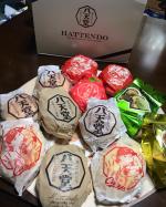 八天堂 さんのお楽しみBOX❤️ 八天堂さんのクリームパン大好きでいろんなクリームパンやパンがあって🥐バラエティー豊かだし。パッケージも可愛い😍😍 カープのパッケージも可愛…のInstagram画像