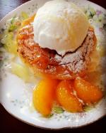 中からトロンとクリーム…が有名な八天堂のフレンチトーストそのままあたためて食べてもクリームがトロンと出てきてとても美味しいのですがちょこっとアレンジ冷凍のフ…のInstagram画像