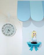 ....お家の中の.わたしのお気に入りの場所のひとつがここ(*´艸`*)..一目惚れした両面時計「オールドストリートボスサイドクロック」と.こちらも.一目惚れしたリボン…のInstagram画像