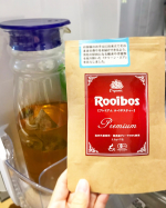 ..オーガニック・プレミアム・ルイボスティー☕️.ルイボスティーの中でも、オーガニック認証を取得した最高級グレードの茶葉を100%使用。遠赤焙煎で香りを高めたルイボスティー茶葉を、…のInstagram画像