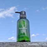 ・季節の変わり目に…🌸🌿シャンプーを見直したの🥰💭じゃじゃーん!ワンランク上のオーガニックシャンプー『ハーバルリーフ』💓・何がいいって、まず素肌にやさしいアミノ酸系✨こ…のInstagram画像