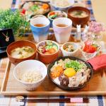 **𝕕𝕚𝕟𝕟𝕖𝕣 𝕞𝕖𝕟𝕦 ୨୧ すき焼き風肉豆腐୨୧ お豆サラダ🥗୨୧ もやしと人参とほうれん草のナムル୨୧ 玄米ごはん୨୧ 大根とわかめとお揚げのお味噌汁୨୧ いち…のInstagram画像