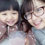 青汁…なのに!赤い!!😮これ、イチゴ味の青汁なんです😎娘は美味しい美味しいとイッキ飲みしております(笑)ちなみに、牛乳で割ると美味しい😀#マイナチュラ #モリママの赤い青汁 #フル…のInstagram画像