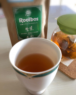 南アフリカ共和国発祥の健康茶ルイボス過酷な環境で生き延びるために様々な成分がたくさん含まれていて現地の人たちは薬草として珍重されてきた大自然の贈り物🍃輸入するにあたり蒸気殺菌して真空パ…のInstagram画像