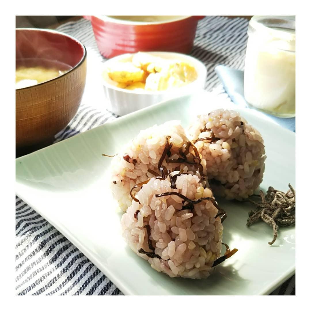 口コミ投稿:玄米酵素様の〘北海道玄米雑穀〙のご紹介です🌼 🌾玄米、きび、もち玄米、黒米、大麦、…