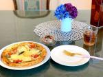 🍕 オーガニックレストランシナグロのピザ美味しい😳💕生ハムのマリネにはフルーツ黒ニンニク入れてみた🧄体に良いらしい🤔初めて食べたけどフルーティーでニンニクって感じが全くしない🙌🏻#お昼…のInstagram画像