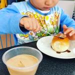 ロールパンに、アーモンドクリームを塗って食べてみました✳︎宇治田原場製茶場のアーモンドクリーム。ビタミンEがたっぷり摂れるアーモンドを細かくすりつぶし、なめらかに仕上げたのがアーモンドクリーム…のInstagram画像