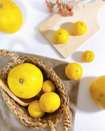 初めて食べました、サワーポメロと黄蜜柑。めちゃくちゃ美味しい!・小さい方が黄蜜柑。大きい方がサワーポメロです。・黄蜜柑はみずみずしくてとっても甘い!正直、今まで食べた柑橘系…のInstagram画像