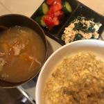 ちょっと早めの夜ご飯♥️ オートミール卵粥(30g)豚汁トマトときゅうりの酢の物ほうれん草の白和え抹茶味のプロテイン(豆乳割り)今日からこの2つのタブレットお供😳左がHMB…のInstagram画像