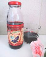 有機アロニア100%果汁最近これを飲んでます。アロニアって知ってますか?ブルガリアなど東欧諸国で栽培されているフルーツです。ポリフェノールがブルーベリーの5倍もあり活性酸素を消去する抗…のInstagram画像