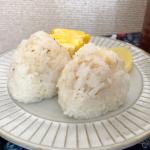 【海の精あらしお】というお塩をいただいたのでシンプルに塩おむすび🍙シンプルだからこそ、お塩の美味しさがよくわかる⭐️ 塩おむすび美味しい❗️ お米はガスコンロで炊い…のInstagram画像
