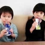 マルサンアイ様 より 【ソイプレミアム ひとつ上の豆乳  豆乳飲料 シャインマスカットMIX 】をプレゼントしていただいたので、保育園から帰宅した子供たちと 飲んでみました🍇..すごく…のInstagram画像