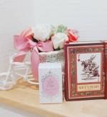 ...麗凍化粧品様の... 🌹 🌹薔薇はちみつ石鹸🌹 🌹...心踊る可愛らしいパッケージから.「薔薇はちみつ石鹸」を取り出すと.ほのかに天然アロマローズ ゼラニ…のInstagram画像