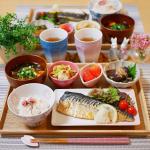 **𝕕𝕚𝕟𝕟𝕖𝕣 𝕞𝕖𝕟𝕦 ୨୧ 鯖の塩焼き୨୧ サラダ🥗୨୧ 春キャベツとベビーホタテのペペロン炒め୨୧ なすの揚げ浸し🍆୨୧ 桜ごはん୨୧ 豆腐とえのきとわかめの赤…のInstagram画像
