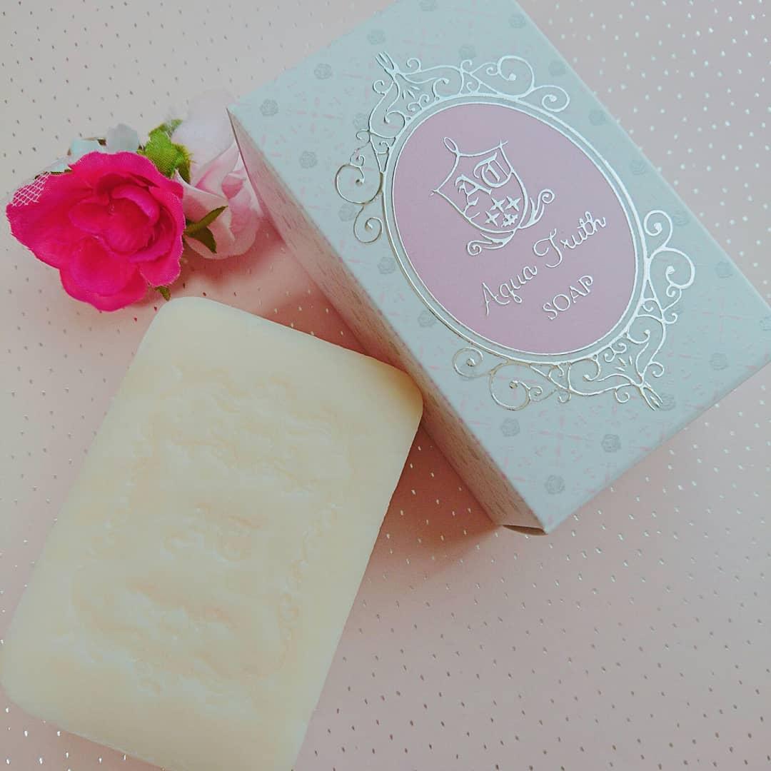 口コミ投稿:マスク生活によって肌が乾燥気味&敏感なので、クレンジングと洗顔は乾燥しにくいも…